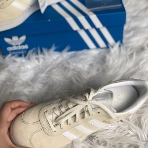 adidas Shoes - Adidas gazelle w